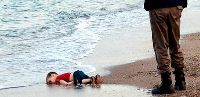 El pequeño Aylan Kurdi, enterrado en Kobani