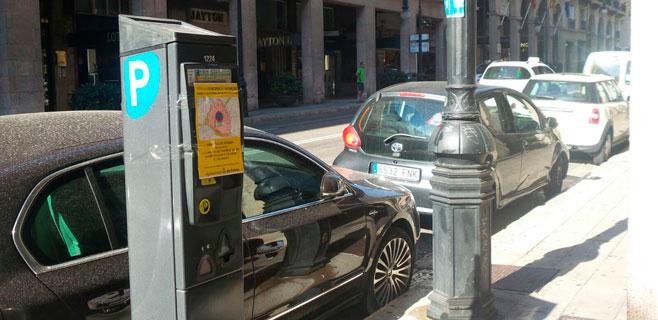 Malestar y enfado de los conductores por no poder aparcar en el centro