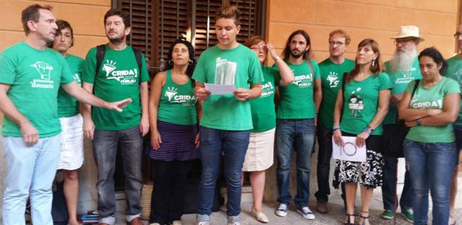 Diputados de Podem se visten de verde contra la LOMCE ante el Parlament