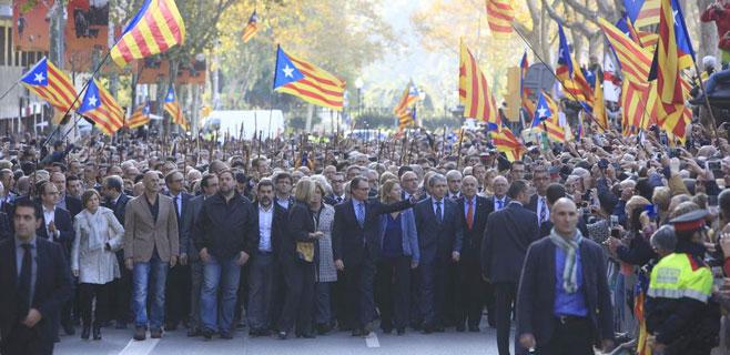 2.000 personas arropan a Artur Mas en su declaración