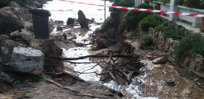 La cala 'el Mago' sufre serios destrozos por las lluvias de las últimas horas