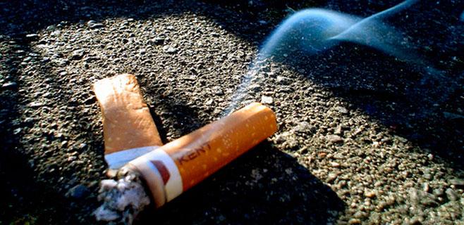 Amplia mayoría de lectores a favor de multar a quien tire colillas en la calle