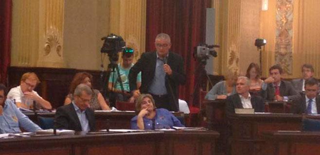Armengol revela que estudia prohibir el 'self service' de alcohol en Balears