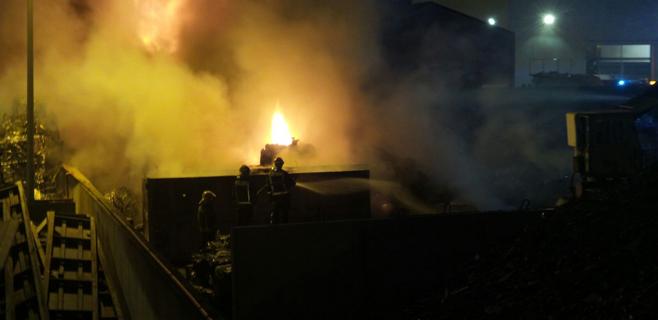 Un incendio fortuito destruye una planta de reciclaje ubicado en Bunyola