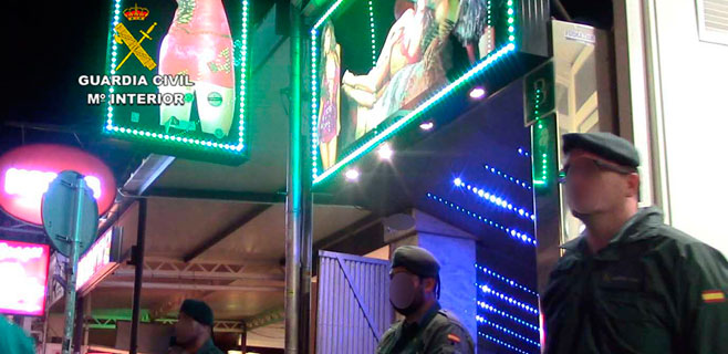 30 detenidos por estafar a 200 turistas en cuatro clubs de alterne de S'Arenal