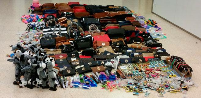 Decomisados más de 1.000 objetos en el Parc de la Mar y Passeig Sagrera