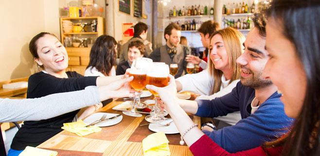 Los baleares eligen los bares para pasar el tiempo libre