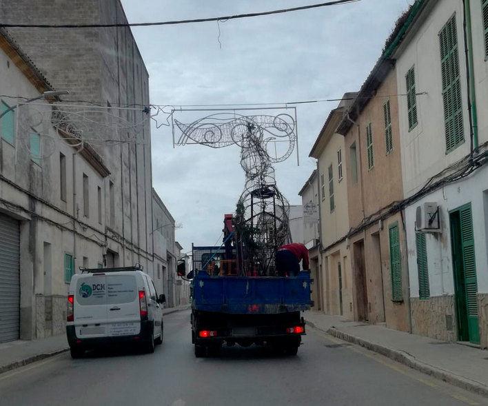 Cuando el camión de las luces de Navidad se choca contra las luces de Navidad