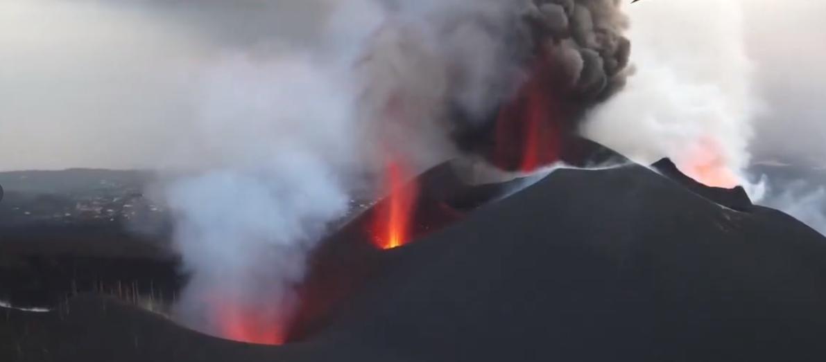 Los derrames de lava ensanchan la colada de La Laguna y reactivan las otras