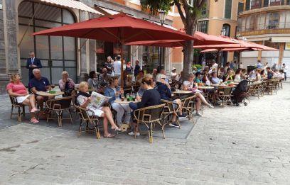 El impulso dado a las terrazas realizado a mediados del año 2011, por el entonces alcalde novel Mateu Isern, no sólo se ha traducido en un cambio radical de la imagen de la capital. Al consecuente impacto sobre la activi...
