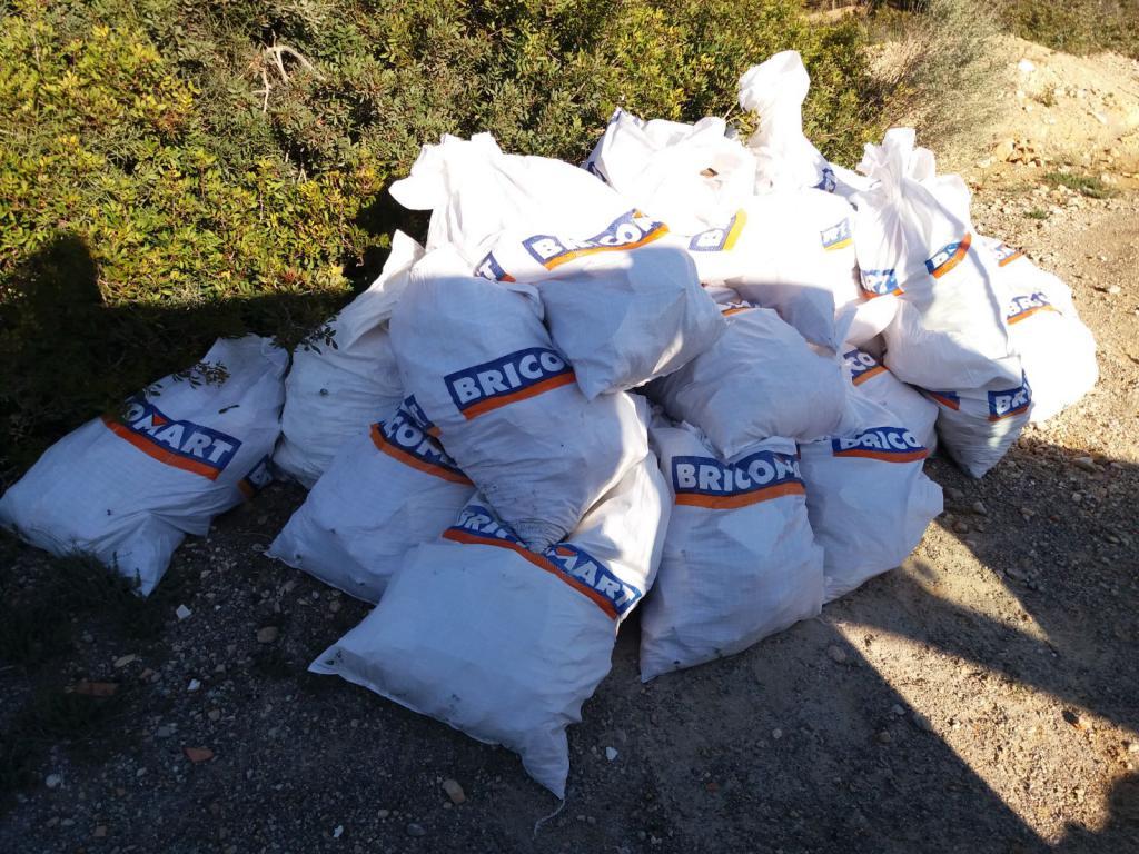 Pillan al autor de un vertido de 84 sacos de escombros en - Sacos de escombro ...
