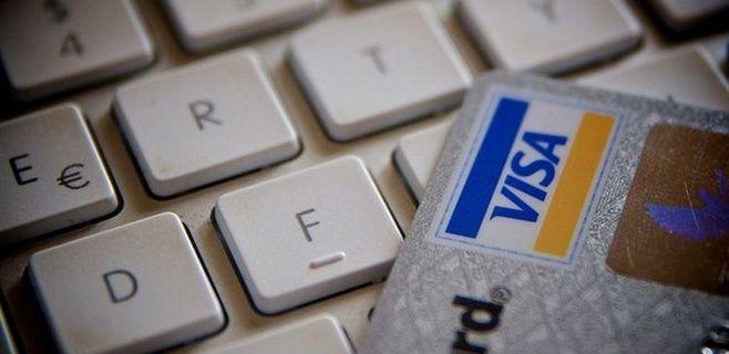 teclado y tarjeta de crédito