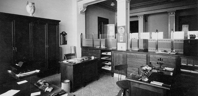 Se cumplen 100 a os de la primera oficina de la caixa en for Oficinas de la caixa en gijon