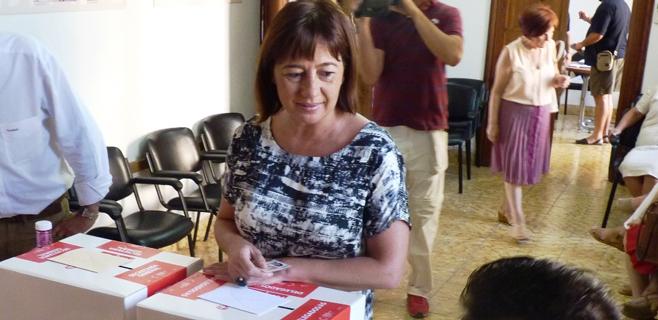 armengol-voto-primarias-PSOE