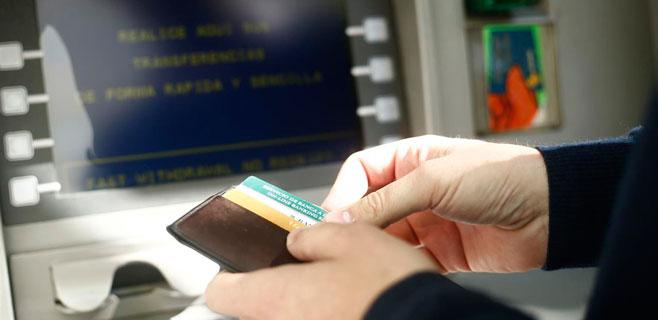 El gobierno impide la doble comisi n en los cajeros for Dinero maximo cajero