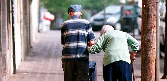 ancianos-paseando